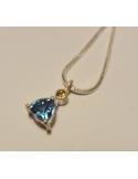Naszyjnik srebrny z błękitnym topazem Srebrny naszyjnik z błękitnym topazem