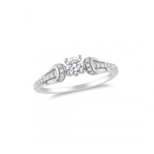 Elegancki pierścionek z białymi cyrkoniami