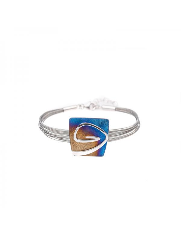 Srebrny pierścionek z dwoma sercami ozdobiony cyrkoniami