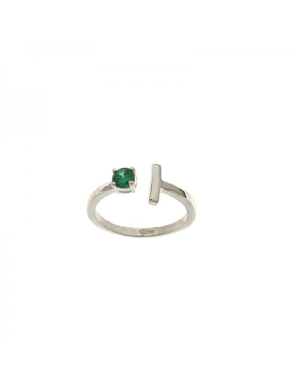 Srebrny pierścionek z zielonym oczkiem