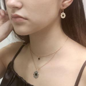 Srebrny naszyjnik z czarną i białą emalią pozłacany różowym złotem