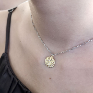 Srebrny naszyjnik Vintage Flower z pozłacaną zawieszką